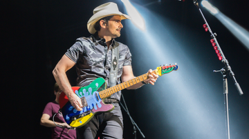 iHeartCountry - Brad Paisley's Sister-In-Law Reveals He Refrigerates His Guitars