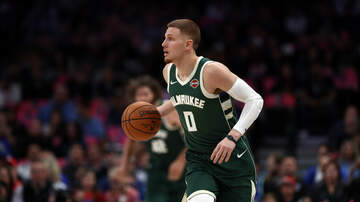 The Crossover with Ted Davis & Dan Needles - Donte DiVincenzo Continues To Emerge As A Key Piece For The Bucks
