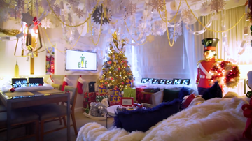 image for What 26 Yr Olds Care About: Hotel Offers Up 'Elf' Inspired Suite