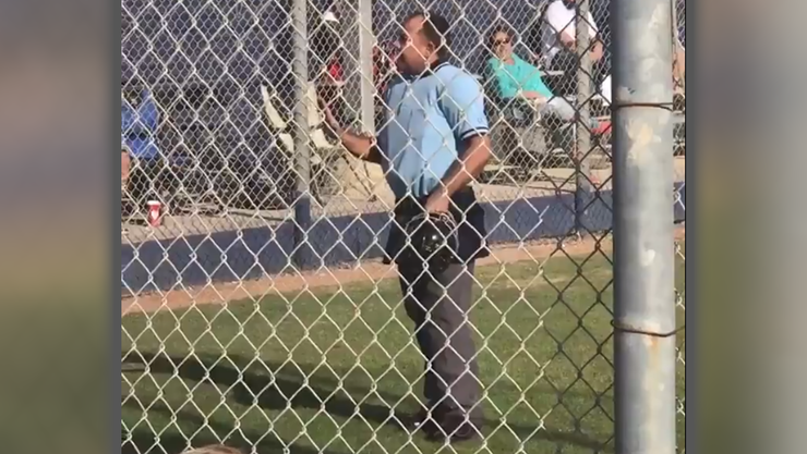 Umpire walks away from little league game after