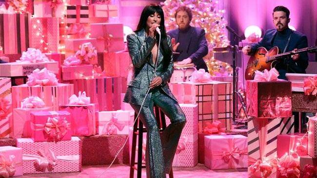 Watch Kacey Musgraves Debut Her New Christmas Song 'Glittery'