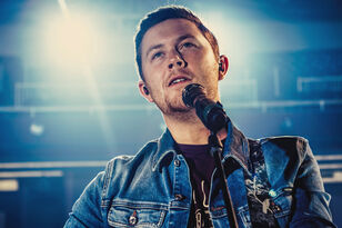 Scotty McCreery Releases Acoustic Performance of 'In Between'