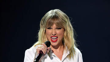 Shannon's Dirty on the :30 - Taylor Swift Wins Big at the AMAs; WATCH Her Performance Here!