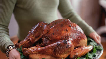 Jesse Lozano - Washing Thanksgiving Turkey Could Spread Germs, Food Safety Experts Warn