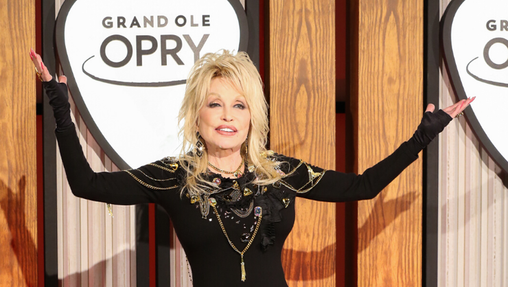 Dolly Parton Sings 'Jolene,' '9 To 5' At Opry 50th Anniversary Special