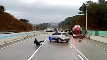 Chuck Dizzle - Man Dodges Incoming Traffic As Multiple Cars Crash On The Highway