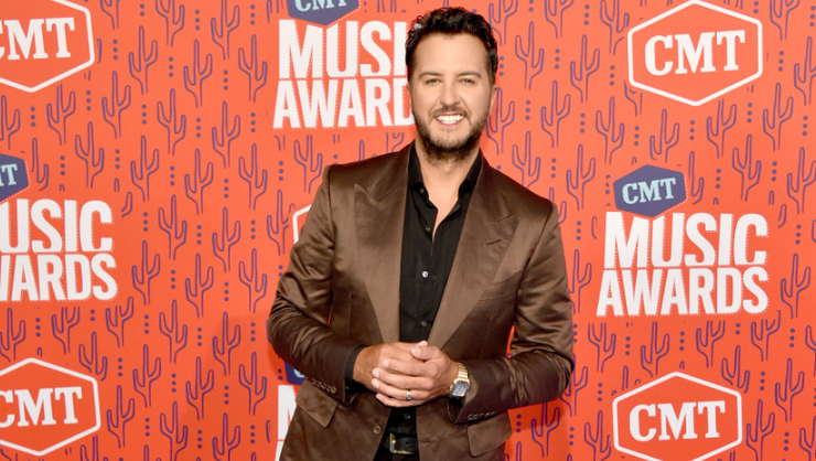 Watch Luke Bryan Throw Wild Football Party In Mullet Wig With Jimmy Fallon