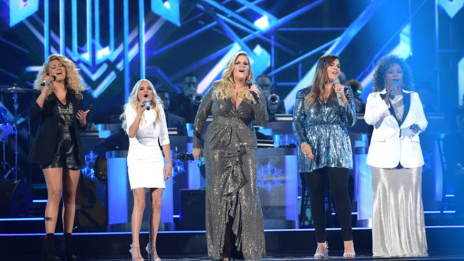 2019 'CMA Country Christmas' Hosted By Trisha Yearwood Airs This Tuesday