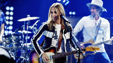 Entertainment News - Sheryl Crow Performs Exclusive LA Show to Celebrate Final Album 'Threads'