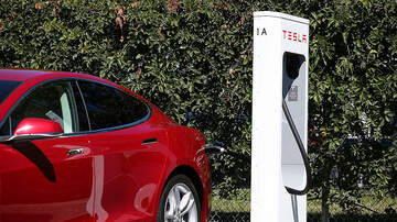 Gabby Diaz - California Tesla Drivers stranded in a half mile long line to charge Cars!