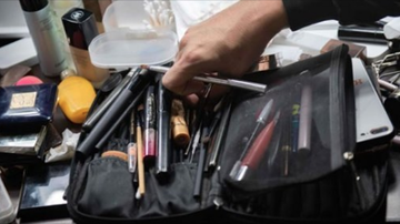 Qui West - Potentially Deadly Bacteria Such As E Coli Found In 9/10 Make Up Bags!