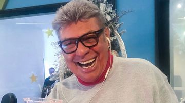 Elvis Duran - How To Make A Peppermint  Martini