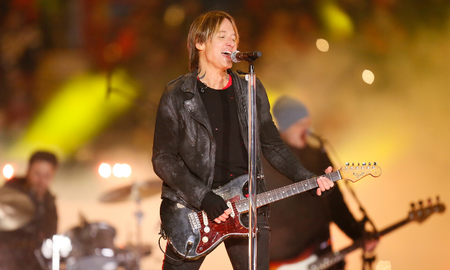 Music News - Keith Urban Drops Festive 'I'll Be Your Santa Tonight' Music Video