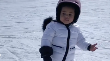 Entertainment News - Kylie Jenner's Daughter Stormi Can Already Snowboard At Just 22 Months Old