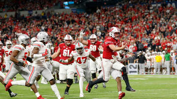 Wisconsin Badgers - Wisconsin leads 21-7 over Ohio State at halftime of B1G Championship