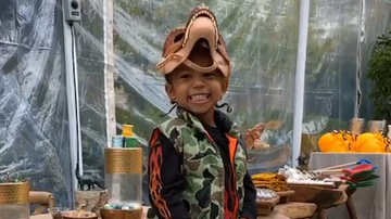 Entertainment News - Kim Kardashian Throws Son Saint A 'Jurassic Park'-Themed Birthday Party