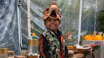 Entertainment News - Kim Kardashian Throws Son Saint A 'Jurassic Park'-Themed Birthday Party