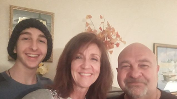 Elvis Duran - Wife, Husband And Their 17-Year-Old Son All Diagnosed With Cancer