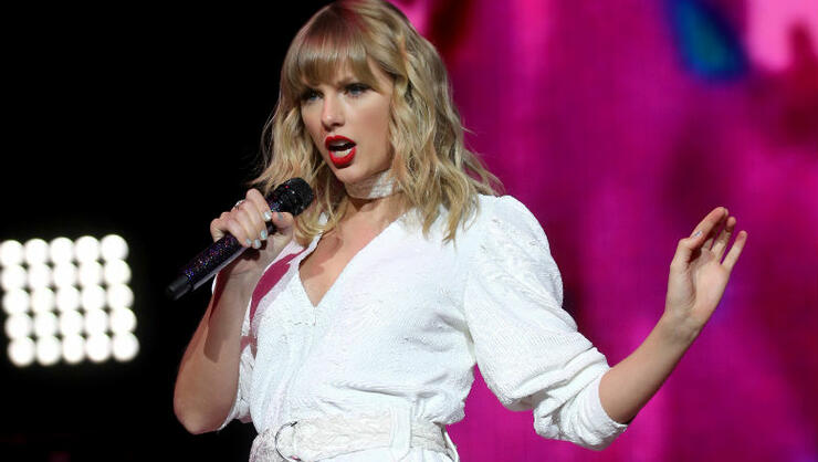 Watch Taylor Swift Perform 'Christmas Tree Farm' Live For The First Time   iHeartRadio
