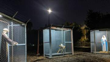 National News - Nativity Scene Depicts Jesus, Mary and Joseph as Refugees in Cages