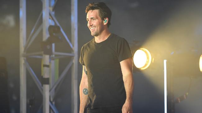 Jake Owen Announces Headlining 2020 Acoustic Tour