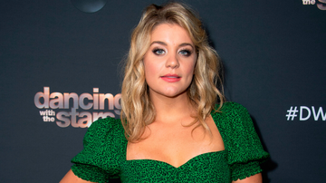 iHeartRadio Music News - Lauren Alaina Shares Her Favorite Christmas Songs, Gifts, And Memories