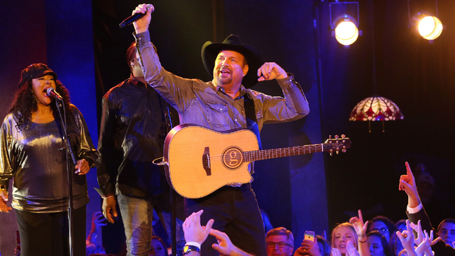 Garth Brooks Will Extend His 'Dive Bar Tour' Into 2020