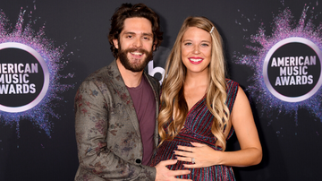 iHeartCountry - Thomas Rhett's Wife Lauren Thanks Him For Being 'Santa's Elf' In Sweet Post