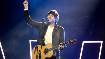 Music News - Morgan Evans Sings 'Dance With Me' As Couple Gets Engaged Live On Stage