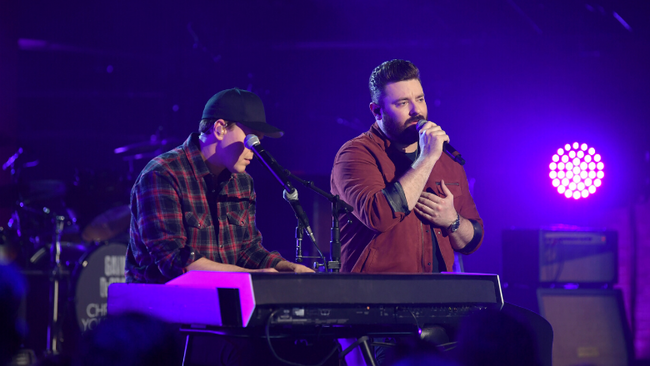 Chris Young And Gavin DeGraw's 'Drowning' Duet Brings Audience To Tears