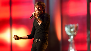 iHeartRadio Music News - Chris Janson Takes On The Upbeat Holiday Classic 'Run, Run Rudolph'