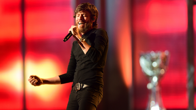 Chris Janson Takes On The Upbeat Holiday Classic 'Run, Run Rudolph'