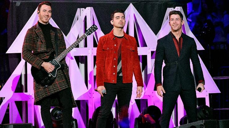 Jonas Brothers Perform At Jingle Ball For The First Time In 12 Years | iHeartRadio