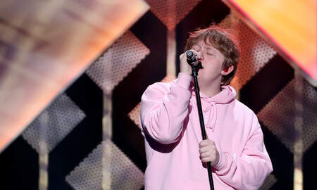 Entertainment News - Lewis Capaldi Covers Vanessa Carlton's A Thousand Miles at Jingle Ball