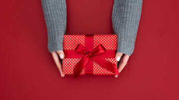 Ric Rush - Holiday Wrapping Hack Blows Mind