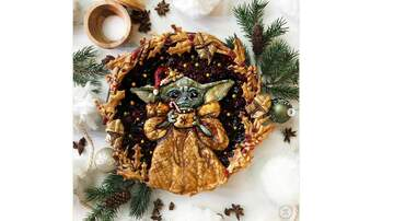 Sara Jean - This Baby Yoda Holiday Pie Is The Best Thing We've Seen All Day