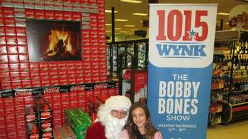 Photos - WYNK and Coke Santa Truck at Carter's Supermarket 12.21.19