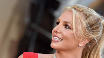 Billy the Kidd - Britney Spears Tugs On Bikini And Gets Random Hygiene Request