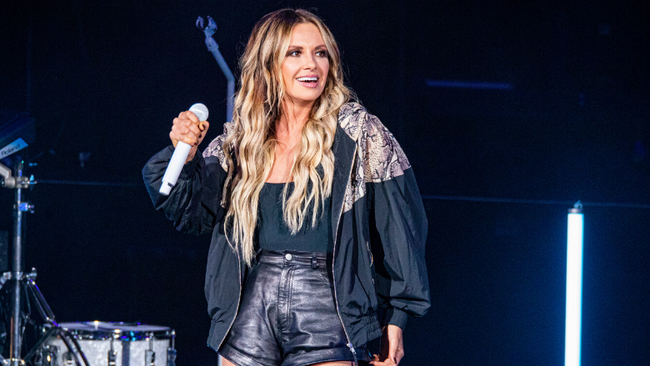 Carly Pearce Drops Flirtatious New Song 'Call Me'