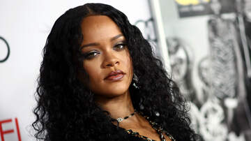 Trending - Rihanna Lets Her Pimple 'Shine' In First Selfie Of The Year