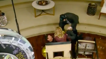 Ryan Seacrest - Ryan Seacrest Falls Out of His Chair During 'Live': 'I Got It!'