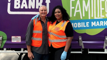 PK In The Morning! - Lizzo Volunteers At Australian Food Bank To Help Fire Victims