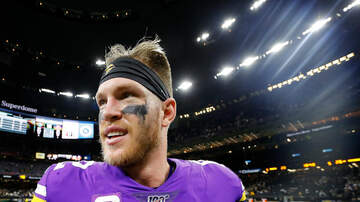 Vikings - Kyle Rudolph's Mardi Gras Miracle Glove Heist Has a Happy Ending