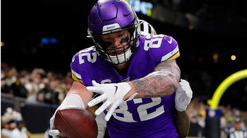 Sports Top Stories - Kyle Rudolph Signed Gloves For Charity, Reporter Put Them On eBay Instead