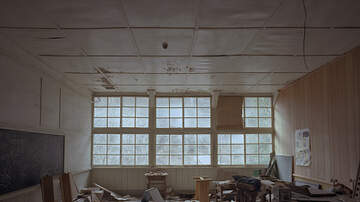Spencer & Kristen - A School Is Badly Damaged After a Microburst