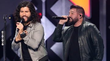 iHeartCountry - Dan + Shay Give Fans A Look Inside Their 'Not-So-Luxurious' Studio