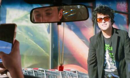 Rock News - Green Day Takes Aim At Society's Social Media Obsession In 'Oh Yeah!' Video