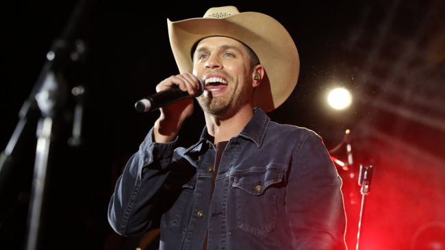 Dustin Lynch Announces Fiery New Single 'Momma's House'