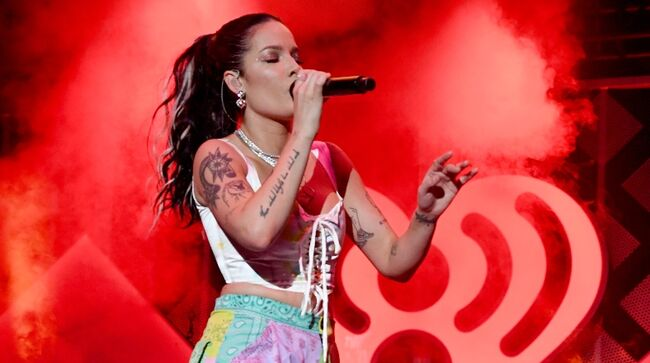 Halsey Performs Songs From New Album 'Manic' Live For First Time