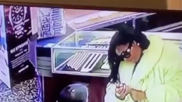 Chuck Dizzle - Woman Steals A Rolex Watch In The Smoothest Way While Inside Jewelry Store